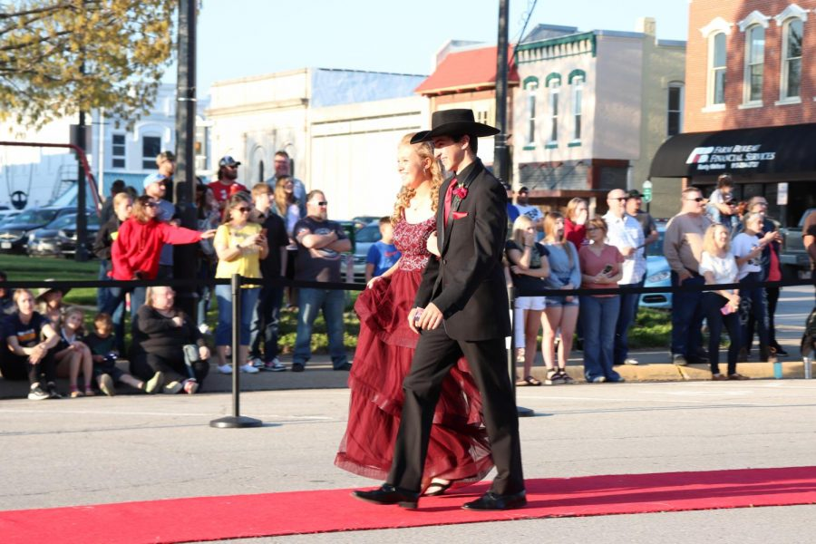 Paola Prom at Town Square April 24